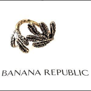 BANANA REPUBLIC hammered gold leaf ring NWT sz 7-8